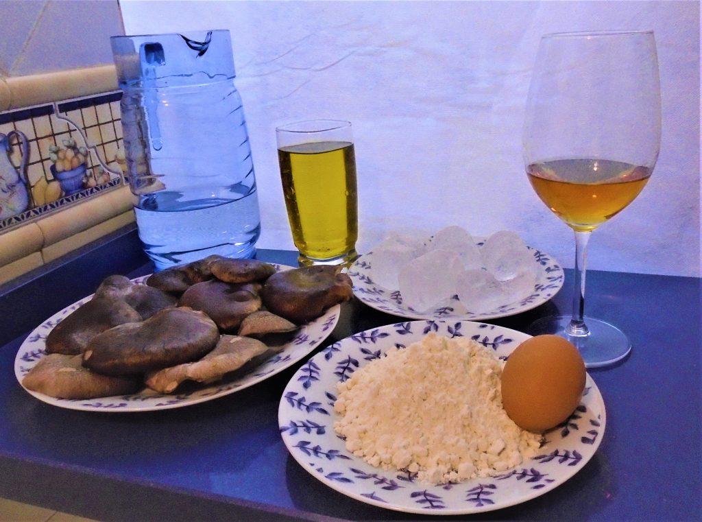Ingredientes setas de cardo negro, agua con gas, aceite, huevo, harina de tempura